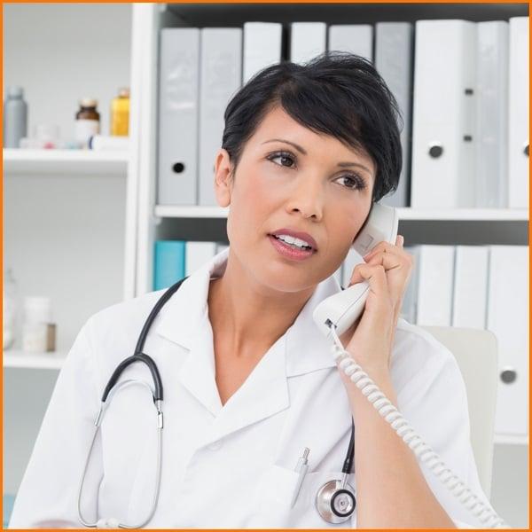 دکتر در یک تماس با عنوان