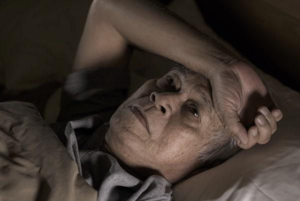 Miega dēļ atņemts vecāks vīrietis